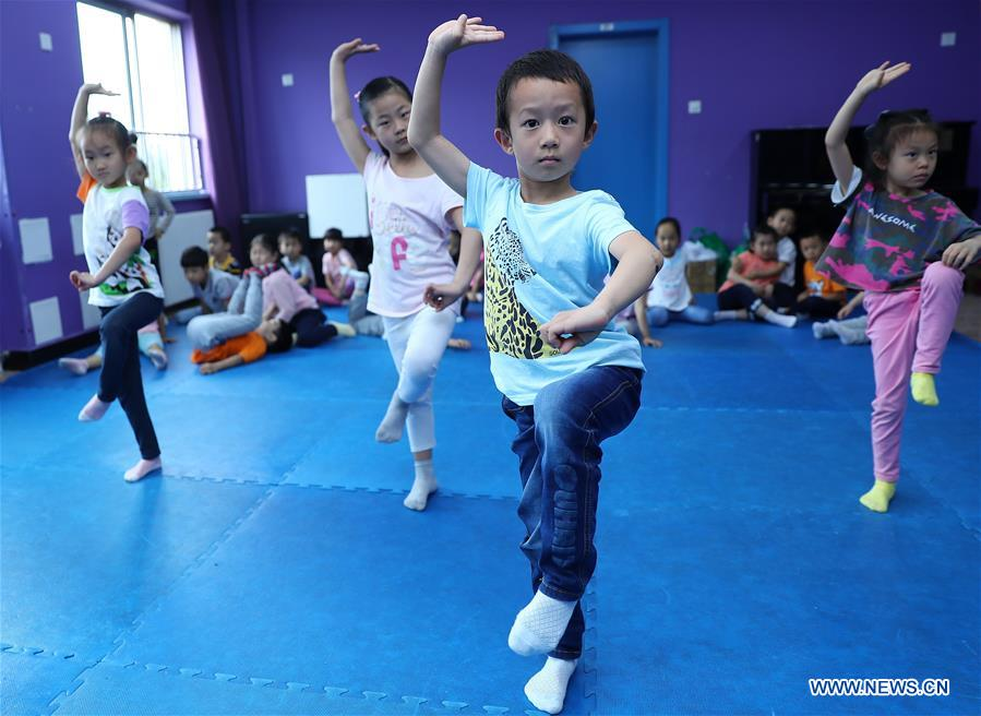 Classes Enlighten Students with Chinese Cultures in Beijing
